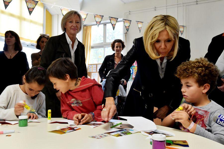 Brigitte Macron et Sophie Cluzel visitent le centre «Loisirs Pluriel» à Nantes.