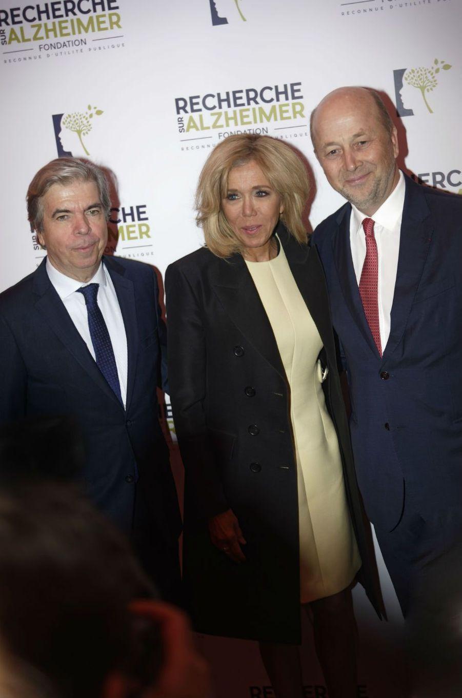 Brigitte Macron aux côtés des professeursBruno Duboiset Olivier de Ladoucette.