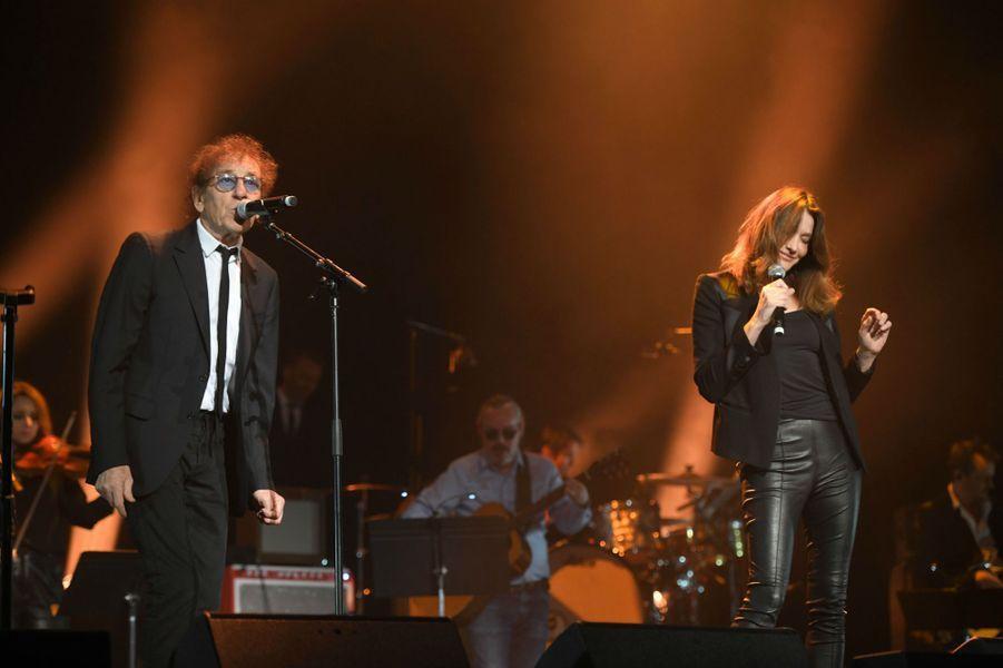 Duo entre Alain Souchon et Carla Bruni, lundi soir à l'Olympia.
