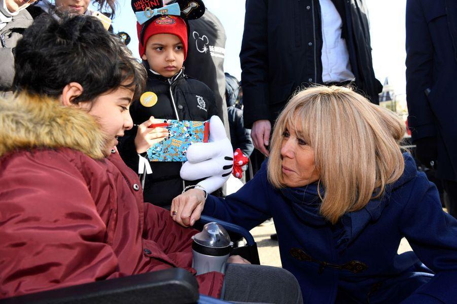Brigitte Macron àDisneyland Paris, en compagnie d'enfants hospitalisés, dans le cadre de l'Opération Pièces jaunes 2020.
