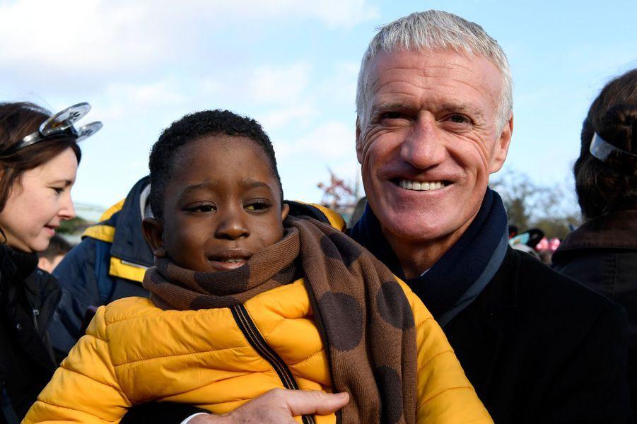 Didier Deschamps àDisneyland Paris mercredi, en compagnie d'enfants hospitalisés, dans le cadre de l'Opération Pièces jaunes 2020.