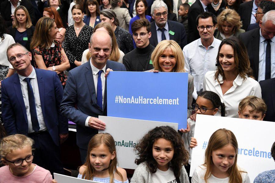 """Jean-Michel Blanquer et Brigitte Macronà la cérémonie de remise des prix du concours """"Non au harcèlement!"""", lundi à Paris."""