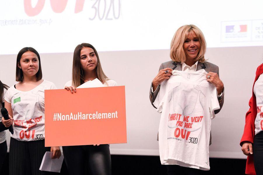 """Brigitte Macronà la cérémonie de remise des prix du concours """"Non au harcèlement!"""", lundi à Paris."""
