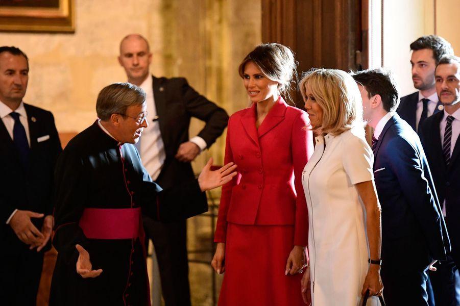 Melania Trump et Brigitte Macron ont visité la cathédrale Notre-Dame de Paris, jeudi après-midi.