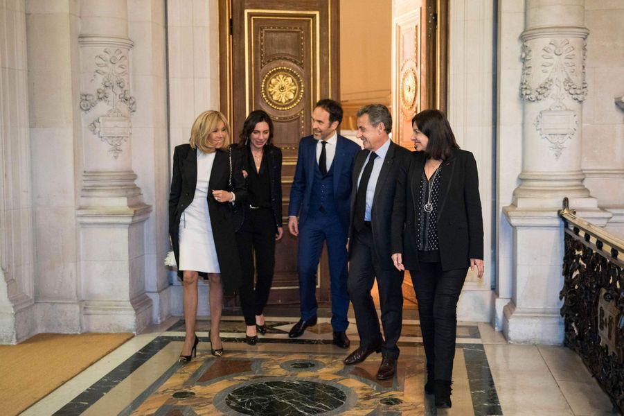 Brigitte Macron, Frédéric Lemos, Nicolas Sarkozy et Anne Hidalgo lors du dîner de gala de la campagne «Guérir le cancer de l'enfant au XXIe siècle».