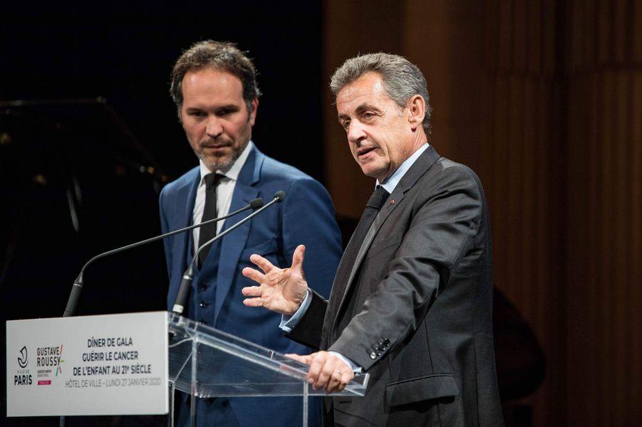 Frédéric Lemos et Nicolas Sarkozy lors du dîner de gala de la campagne «Guérir le cancer de l'enfant au XXIe siècle».