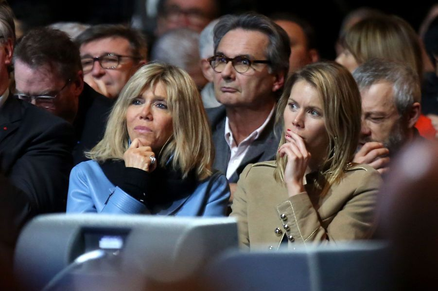 Brigitte Macron et sa fille Tiphaine Auzière lors dumeeting au Zénith de Lille.