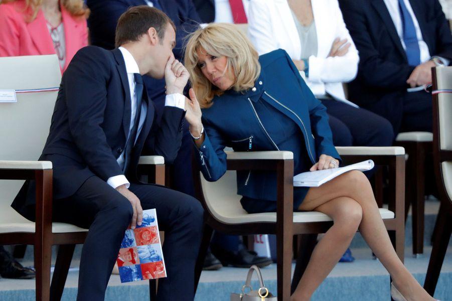 Emmanuel et Brigitte Macron, en tribune présidentielle lors du défilé du 14 juillet.