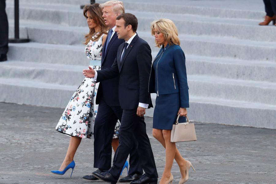 Emmanuel et Brigitte Macron, aux côtés de Melania et Donald Trump lors du défilé du 14 juillet.