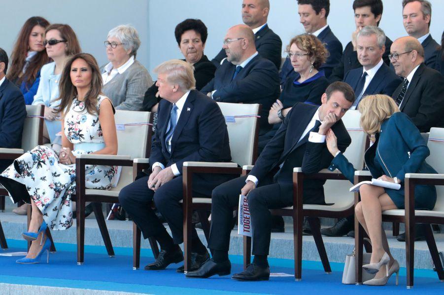 Brigitte Macron, en tribune présidentielle aux côtés de son époux et du couple Trump.