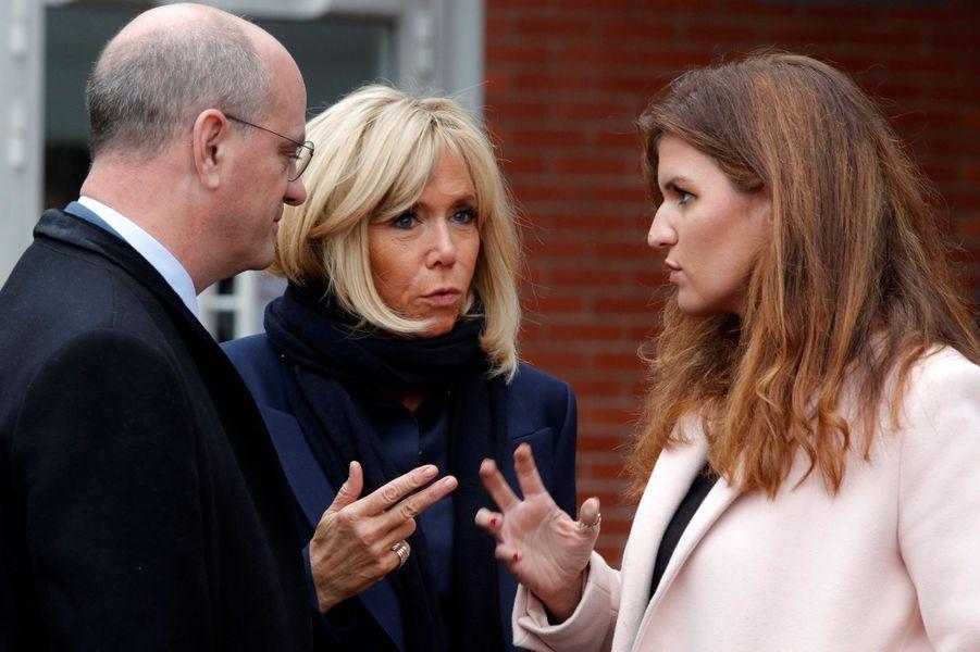 Brigitte Macron,Marlène Schiappaet Jean-Michel Blanquer aucollège des Petits Ponts à Clamart pour évoquer la lutte contre le harcèlement scolaire.