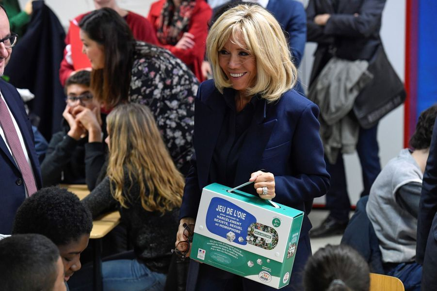 Brigitte Macron aucollège des Petits Ponts à Clamart pour évoquer la lutte contre le harcèlement scolaire.