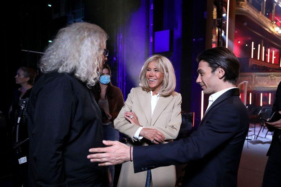 Brigitte Macron, ici avec Yvan Cassar et Gautier Capuçon, a assisté àl'enregistrement de «Symphonie pour la vie».