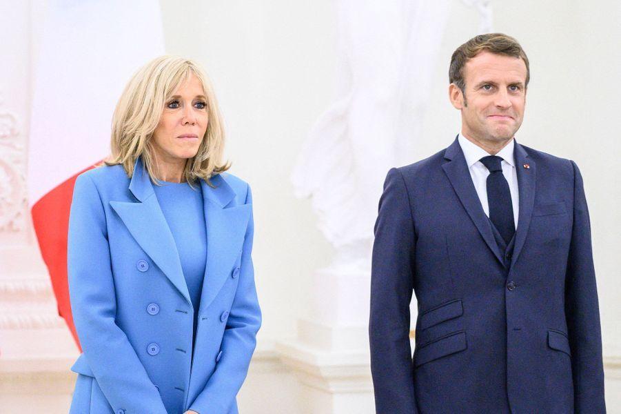 Emmanuel et Brigitte Macron,au palais présidentiel de Vilnius, lundi.