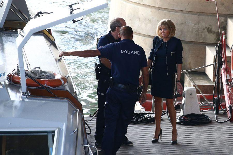 Emmanuel Macron revient à Bercy après qu'il a remis sa démission au Président, le 30 août