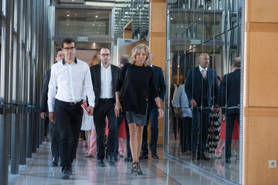 Brigitte Macron se lance dans la bataille