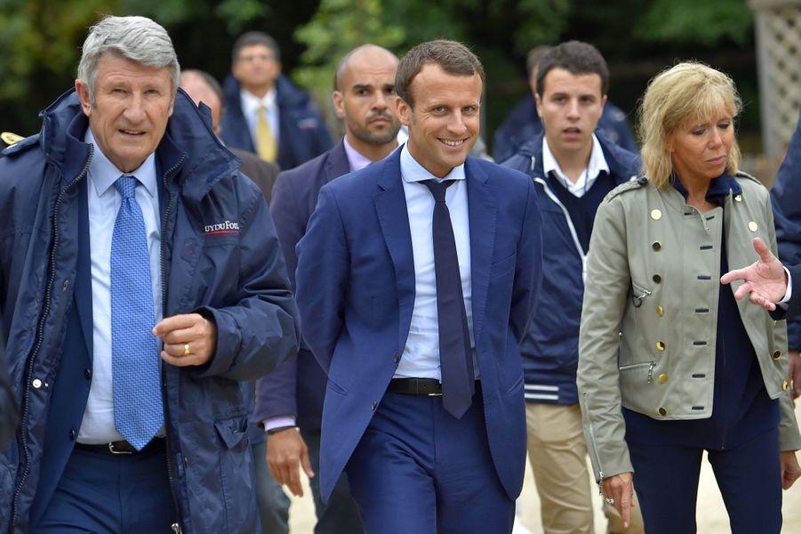 Philippe de Villiers, Emmanuel Macron et Brigitte Macron, le 19 août
