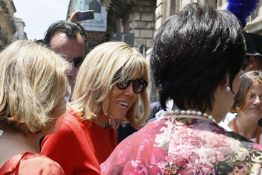 Brigitte Macron arrive àPiazza delDuomo, à Catane.