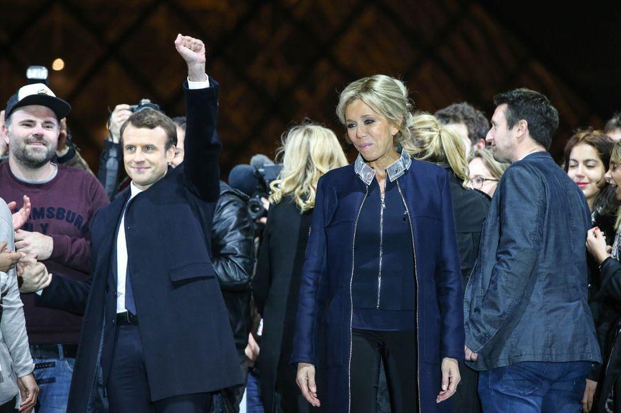 7 mai 2017, Emmanuel et Brigitte Macron au Louvre pour fêter la victoire à la présidentielle.