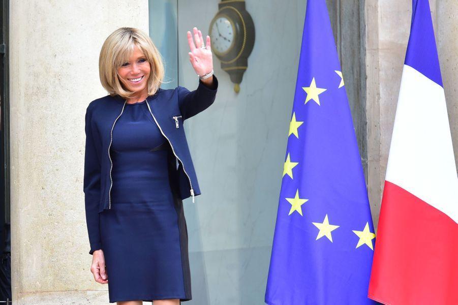 Brigitte Macron sur le perron de l'Élysée, le 6 juin 2017.