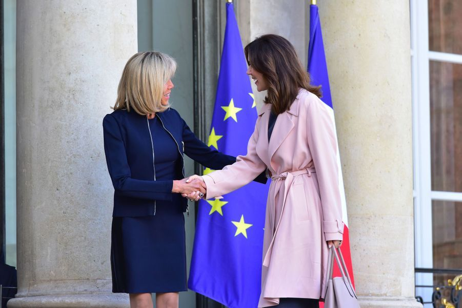 La princesse Mary de Danemark reçue officiellement par Brigitte Macron, à l'Elysée le 6 juin 2017.