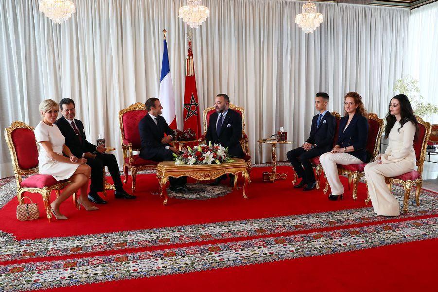 Le roi Mohammed VI du Marocet sa femme la princesseLalla Salmaaccueillent Emmanuel et Brigitte Macron au palais royal de Rabat, le 14 juin 2017.