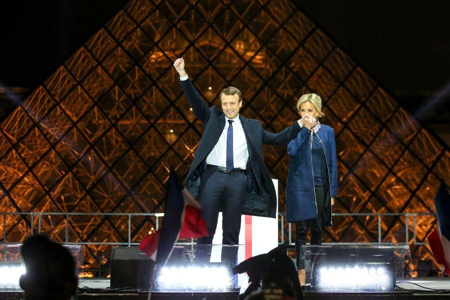 Emmanuel et Brigitte Macron au Louvre, pour fêter la victoire à la présidentielle.