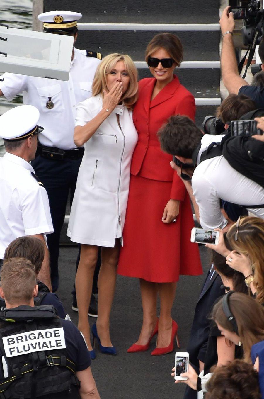 Brigitte Macron et Melania Trump après une promenade sur la Seine à Paris, le 13 juillet.