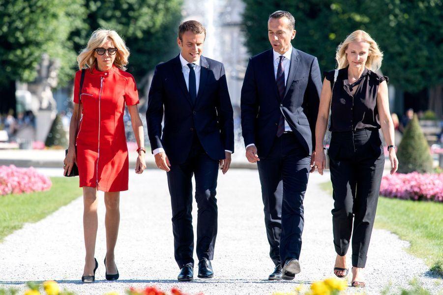 Séance photo à Salzbourg, le 23 août, en compagnie du chancelier fédéral d'Autriche Christian Kern et sa femme Eveline Steinberger.