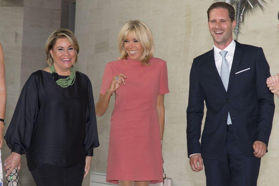 Brigitte Macron en compagnie de la grande-duchesse Maria Teresa et de Gauthier Destenay,à Luxembourg, le 29 août 2017.
