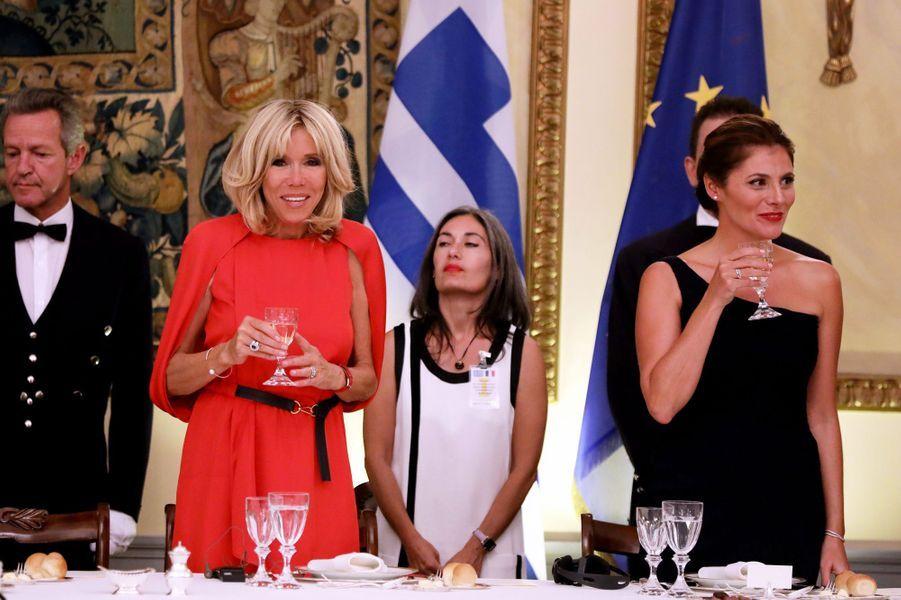 Brigitte Macron et la Première dame grecqueBetty Batziana lors du dîner d'Etat en l'honneur du président français et sa femme au Palais présidentiel d'Athènes, le 7 septembre 2017.