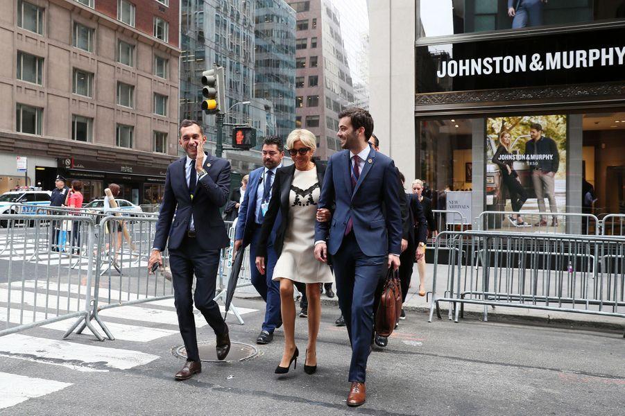 Brigitte Macron à New York, le 19 septembre en compagnie de Pierre-Olivier Costa (directeur de cabinet) et Tristan Bromet (chef de cabinet).