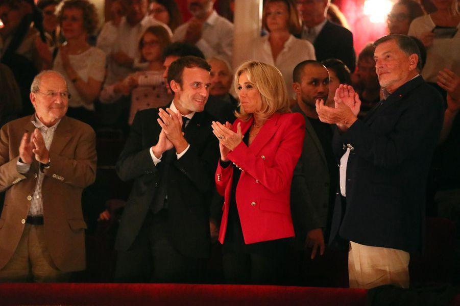 """Emmanuel et Brigitte Macron assistent àune représentation de la pièce de théâtre """"Le Tartuffe"""",au théâtre de La Porte Saint-Martin à Paris, le 14 octobre 2017."""