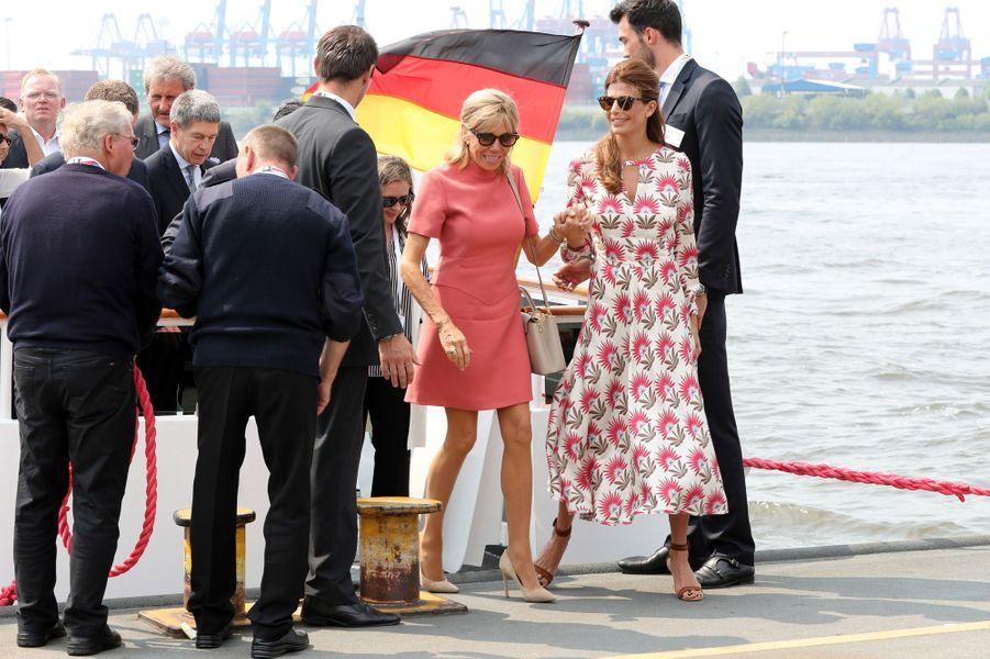 Brigitte Macron et la Première dame argentine Juliana Awada après leur croisière vendredi.