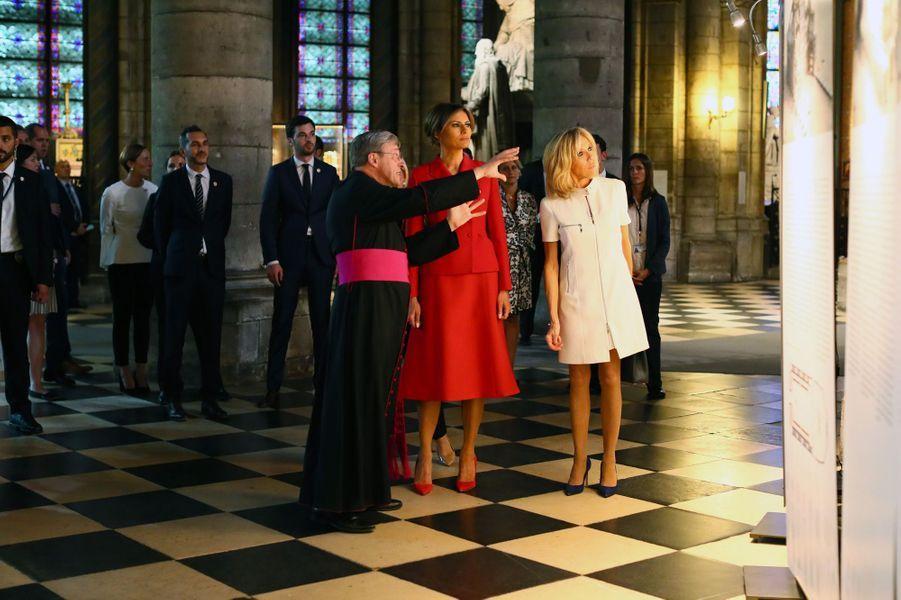 Brigitte Macron et Melania Trump visitent la cathédrale Notre-Dame de Paris, le 13 juillet 2017.