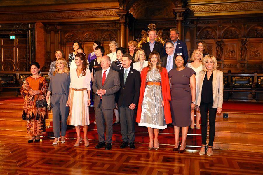 A Hambourg, les conjoints des participants au sommet ont visité la mairie de la ville.