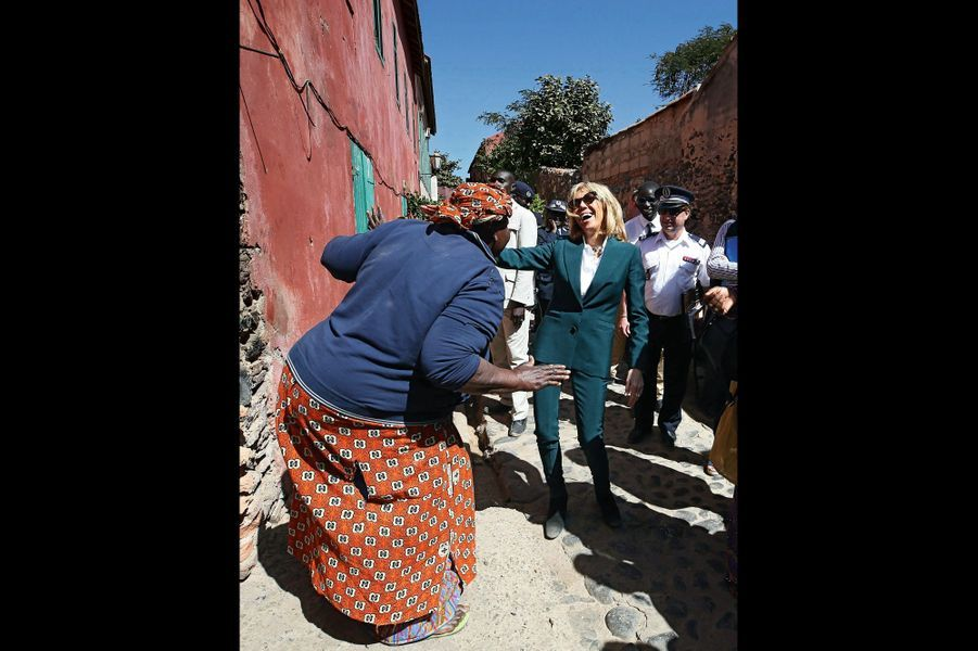 Arrivée surprise de la première dame, à la foire artisanale des femmes de l'île de Gorée.