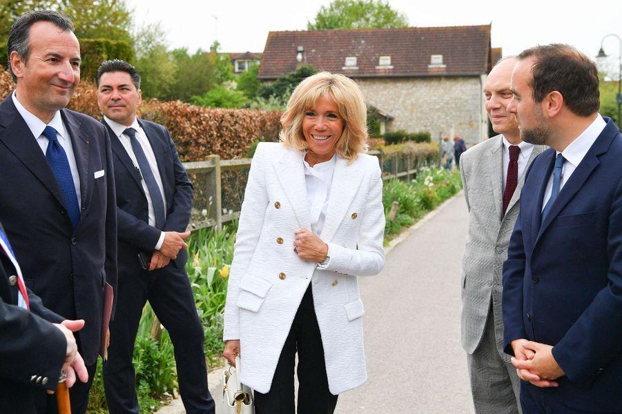 Brigitte Macron et Sébastien Lecornu mardi à Giverny.