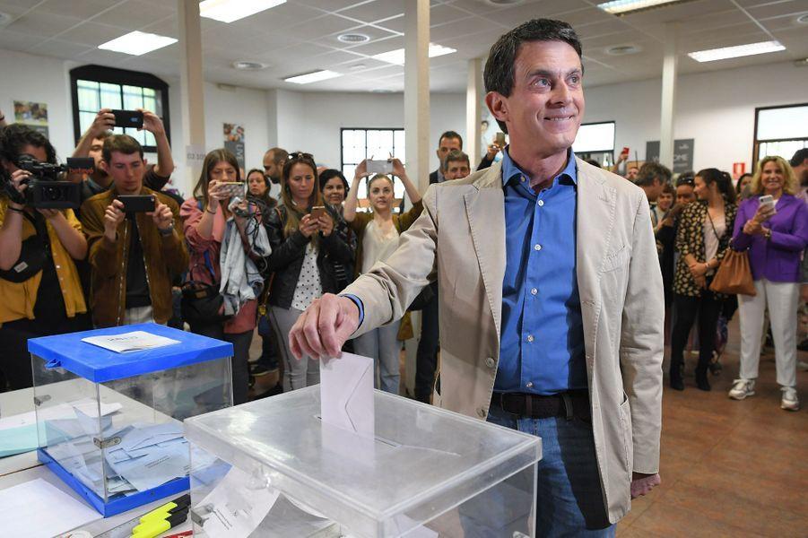 Manuel Valls vote à Barcelone dimanche.