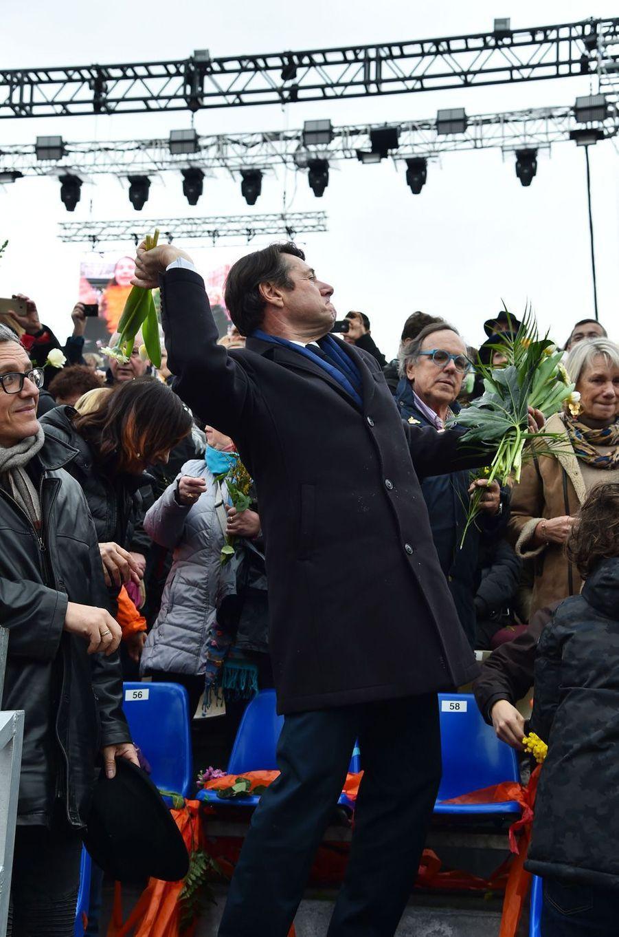 Christian Estrosisamedi à la première bataillede fleurs du Carnaval de Nice.