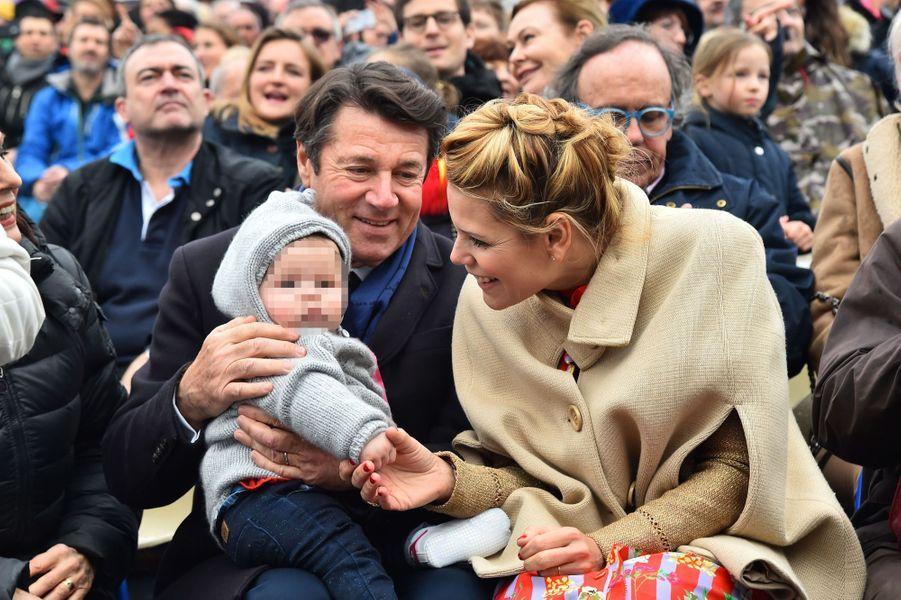Christian Estrosi, son épouse Laura Tenoudji et leur fille Bianca samedi à la première bataillede fleurs du Carnaval de Nice.