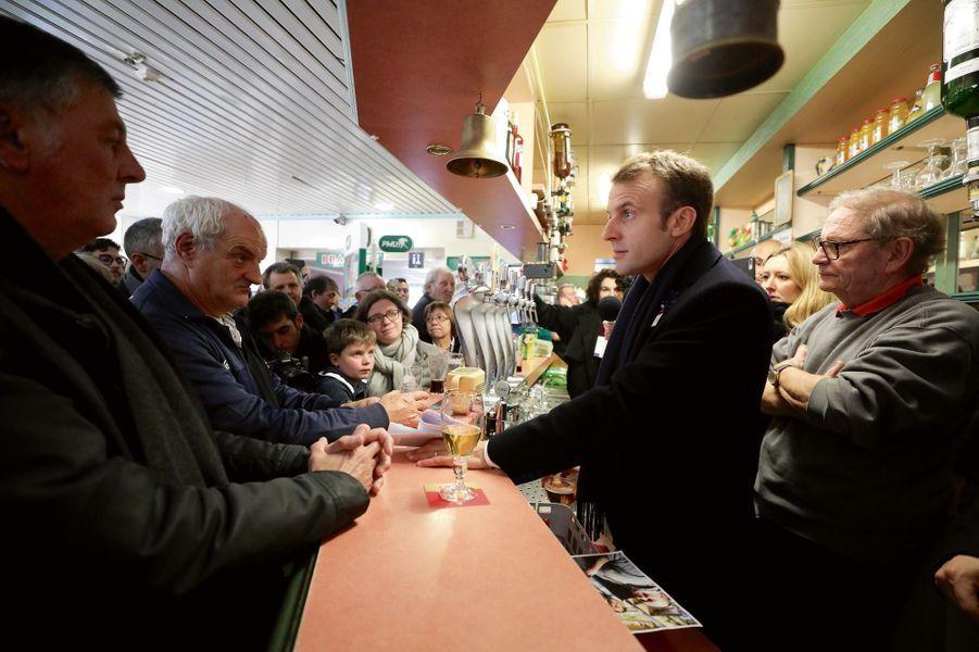 Au comptoir du Café de la Place, le 9 novembre à Bully-les-Mines (Pas-de-Calais).
