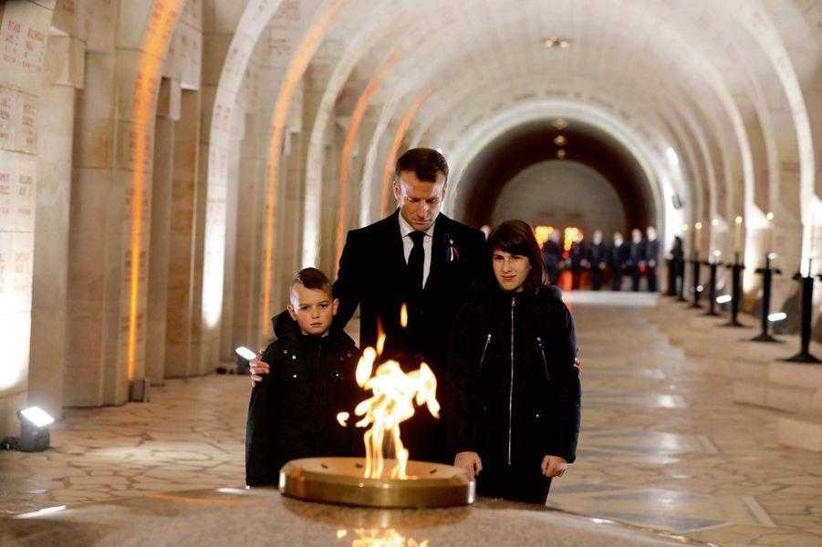 A l'ossuaire de Douaumont, pour raviver la flamme le 6 novembre.