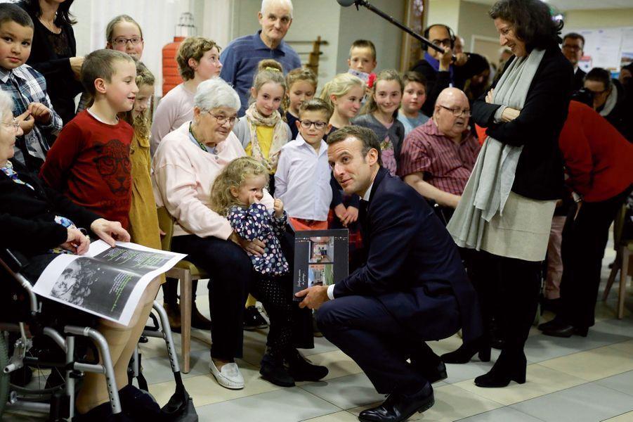 Le 8 novembre, à l'Ehpad Hélisende de Rozoy-sur-Serre (Aisne), avec les élèves de l'école Jeanne-d'Arc.