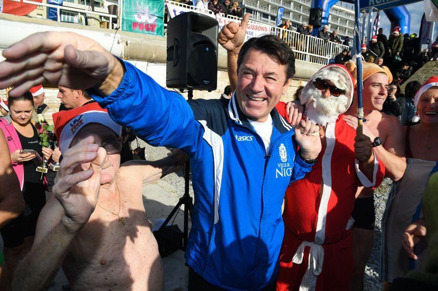 Christian Estrosi s'est prêté dimanche à Nice à la tradition du bain de Noël.