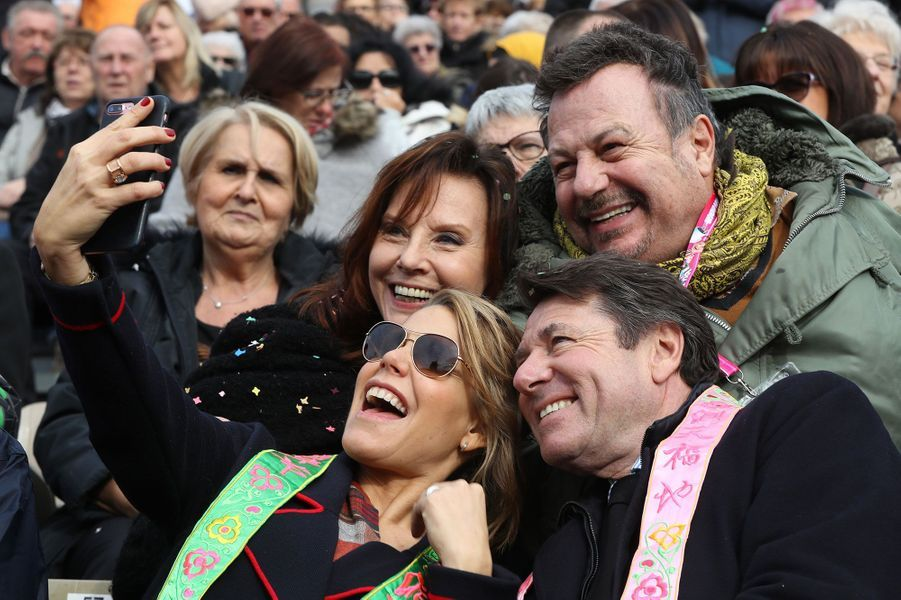 Selfie avec des Niçois pour Laura et Christian Estrosi.