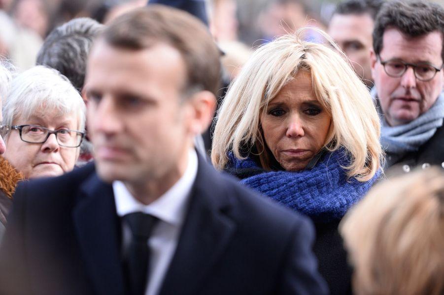 Emmanuel et Brigitte Macron lors de la cérémonie devant Le Bataclan.