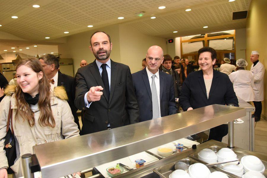 Edouard Philippe, avec Jean-Michel Blanquer et Frédérique Vidal, lundi au lycée Buffon pour le lancement de Parcoursup.