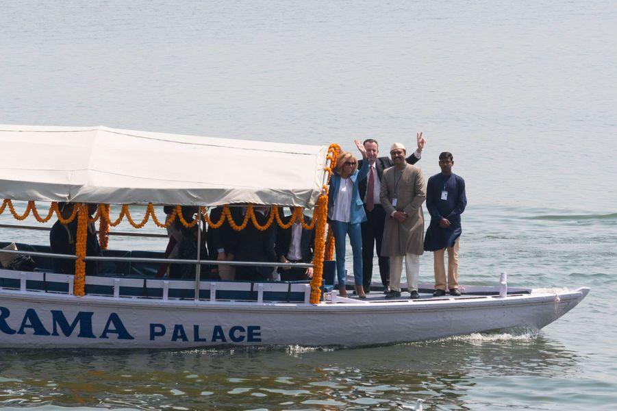 Brigitte Macron sur le Gange, lundi.