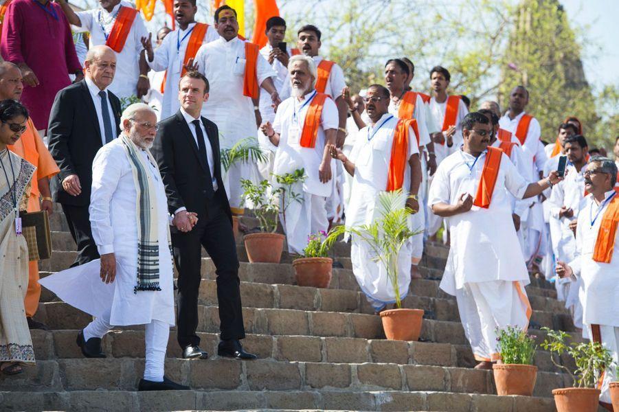 Emmanuel Macron et Narendra Modi à Bénarès, lundi.
